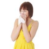 Femme de l'adolescence avec l'allergie image stock