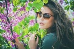 Femme de lunettes de soleil Images stock