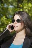 Femme de lunettes de soleil appelle Images stock