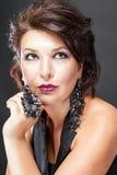 Femme de luxe avec les décorations exclusives image libre de droits