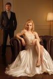 Femme de luxe dans l'intérieur riche Image libre de droits