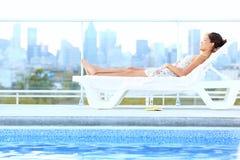 Femme de luxe urbain de style de vie de ville Image libre de droits