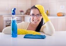Femme de ménage heureuse image libre de droits