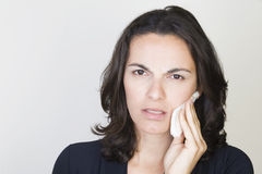 Femme de mal de dents images stock