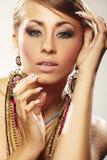 Femme de mode avec le bijou Photo stock