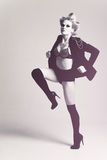 Femme de mode utilisant une patte de jupe vers le haut Photo libre de droits