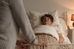 Femme de mort avec le mari affectueux Image stock