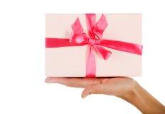 femme de offre de cadeau Photos stock