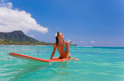 femme de planche de surfing Photo stock