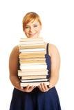 Femme de poids excessif tenant des livres Photographie stock libre de droits