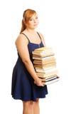 Femme de poids excessif tenant des livres Images stock
