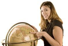 femme de pointage de globe photographie stock libre de droits