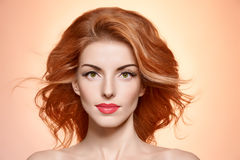 Femme de portrait de beauté, cils, maquillage naturel images libres de droits