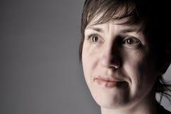 Femme de profil de verticale dans le studio Images libres de droits