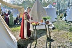 Femme de Reenactor en parc de Kolomenskoye à Moscou Photographie stock libre de droits