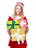 Femme de Santa avec un bon nombre de giftbox Images libres de droits