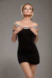 Femme de sensualité dans la robe noire Photographie stock libre de droits