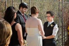 Femme de Smilng dans le mariage photographie stock libre de droits