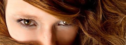 Femme de soufflement de cheveu de cuvette de vent Photographie stock libre de droits