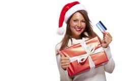 Femme de sourire achetant des cadeaux de Noël Photographie stock libre de droits