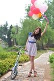 Femme de sourire au printemps Image stock