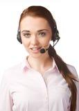 Femme de sourire avec des écouteurs au centre d'appel Photographie stock libre de droits