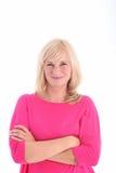 Femme de sourire avec des bras pliés Photographie stock