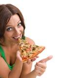 Femme de sourire avec la grande pizza d'isolement sur un blanc photos stock