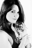 Femme de sourire avec le verre à vin Photographie stock libre de droits