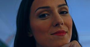 Femme de sourire de Brunette banque de vidéos