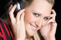 Femme de sourire d'écouteurs Photos stock