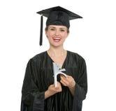 Femme de sourire d'étudiant de graduation comptant des euro image stock