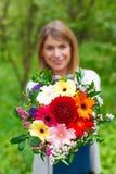 Femme de sourire dans l'amour Images libres de droits