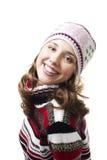 Femme de sourire dans le capuchon de l'hiver Image libre de droits