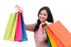 femme de sourire de achat de sacs photo stock