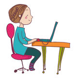 Femme de sourire de bande dessinée à l'ordinateur portable Photos libres de droits
