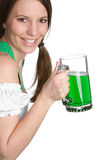 Femme de sourire de bière images stock