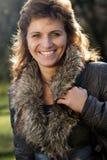 Femme de sourire de verticale extérieure Photo libre de droits