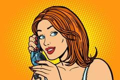 Femme de sourire parlant au téléphone émotions Images stock