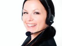 Femme de sourire parlant par l'écouteur Photographie stock