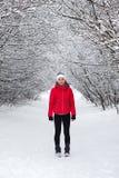 Femme de sport exécutant en hiver photo libre de droits