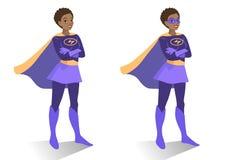 Femme de super héros d'afro-américain dans la position de costume et de masque Photographie stock