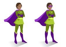 Femme de super héros d'afro-américain dans la position de costume et de masque Images stock