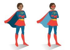 Femme de super héros d'afro-américain dans la position de costume et de masque Images libres de droits