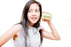 Femme de téléphone de boîte en fer blanc Images stock
