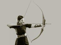 Femme de tir à l'arc image stock