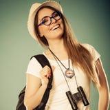 Femme de touristes en portrait de chapeau d'été Images stock