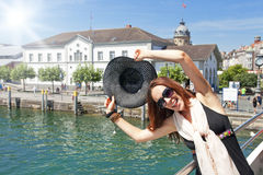 Femme de touristes heureuse Image stock