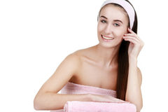 Femme de traitement de peau de beauté de station thermale avec la serviette Image stock