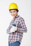 Femme de travailleur industriel avec la foreuse D'isolement Photographie stock